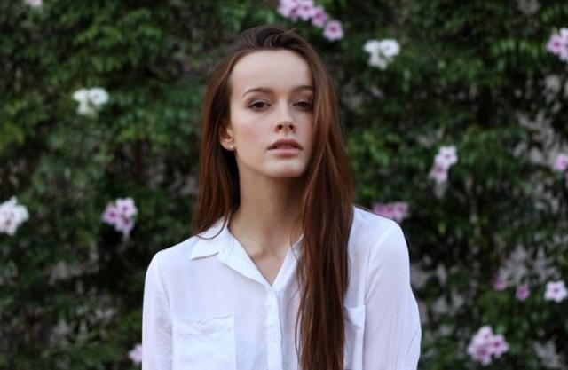 biała damska koszula