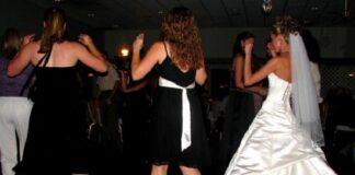 Czy wypada iść na wesele w czarnej sukience
