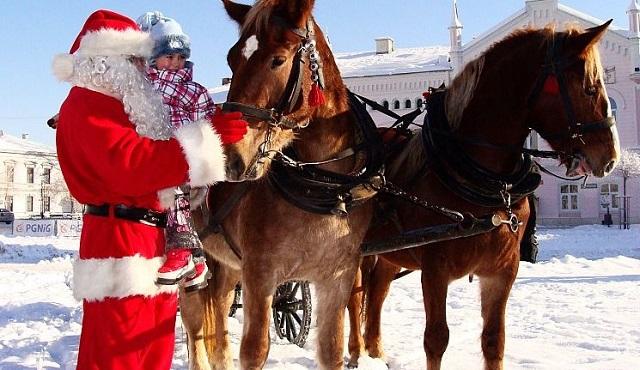 święty Mikołaj z dzieckiem