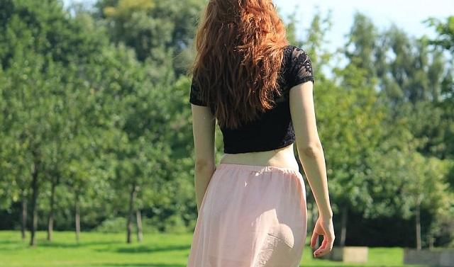 dziewczyna w sukience