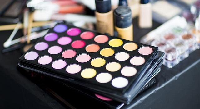 paleta cieni do makijażu