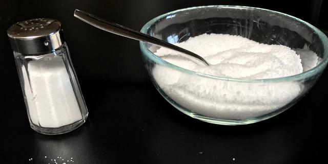 sól w naczyniach