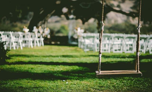 huśtawka w czasie ślubu