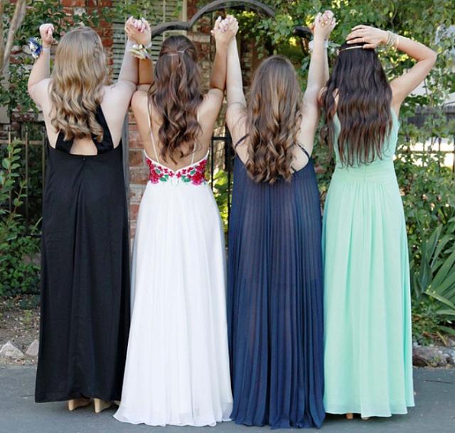 dziewczyny w sukniach