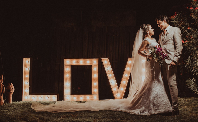 ślubny napis LOVE