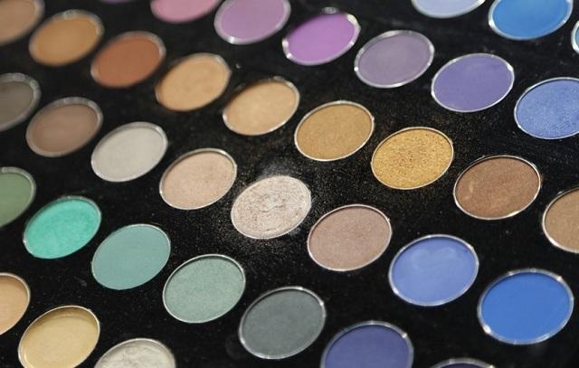 paleta kolorowych cieni