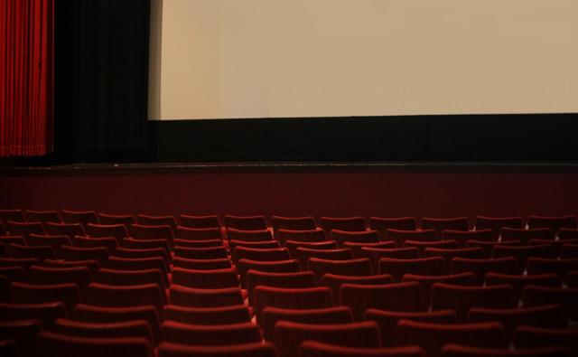 sala kinowa i siedzenia