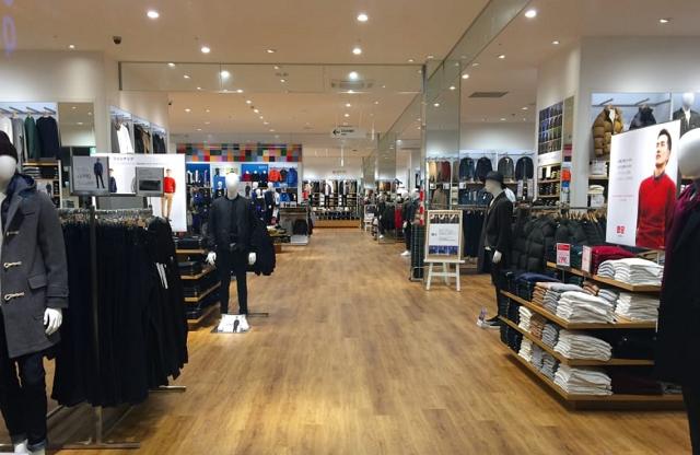 wnętrze sklepu odzieżowego