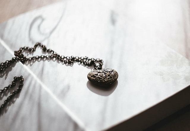 naszyjnik z sercem w stylu vintage