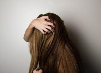 Domowe sposoby na błyszczące włosy