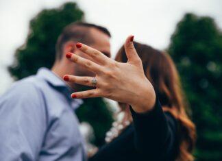 jak wybrać idealny pierścionek zaręczynowy