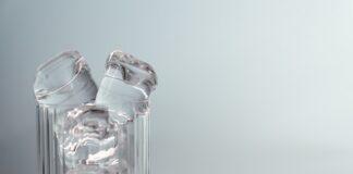 Masaż twarzy kostkami lodu