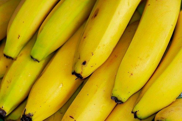 zbliżenie na kilka bananów