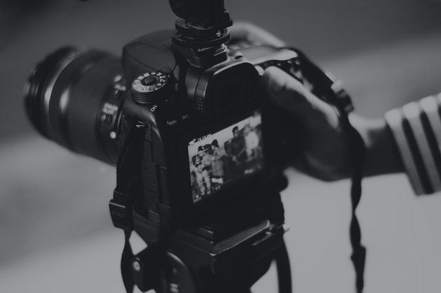 zbliżenie na duży aparat fotograficzny